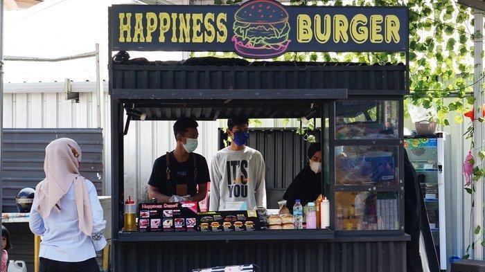Burger Berisi Crispy Potato ala Happines Burger di Balikpapan.