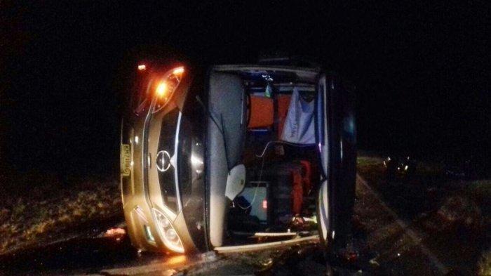 Bus Berpenumpang 22 Orang Terbalik di Trans Kalimantan