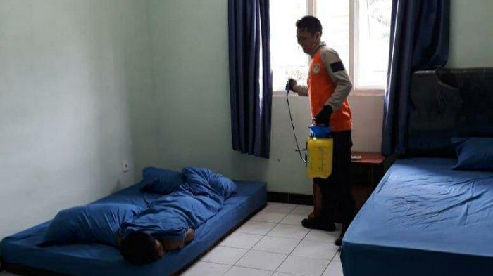 Antisipasi Penularan Virus Corona, Mess Pemain dan Pelatih Persiba Balikpapan Disemprot Disinfektan