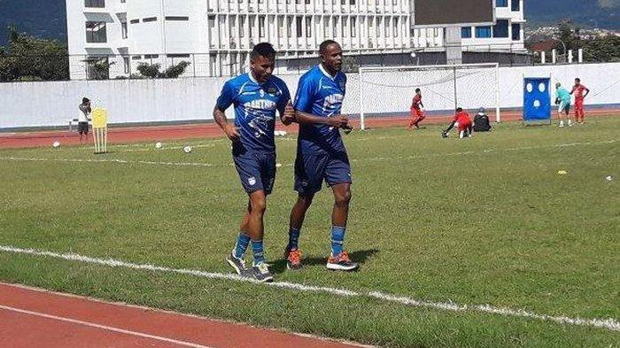 Duo Brasil Belum Puaskan Robert Rene Alberts, Persib Cari Striker Asing Lagi?