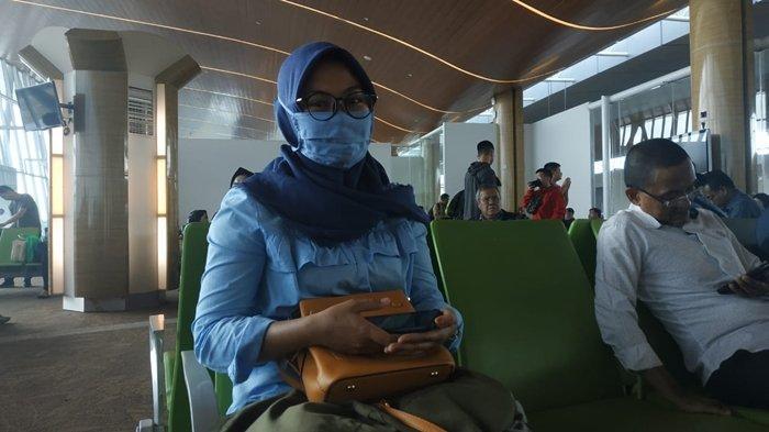Calon Penumpang Pesawat di Bandara APT Pranoto Ramai Pakai Masker, Gara-gara Virus Corona?