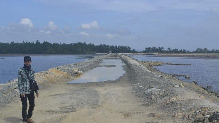 Pembangunan Causeway Pelabuhan Kenyamukan Jalan di Tempat