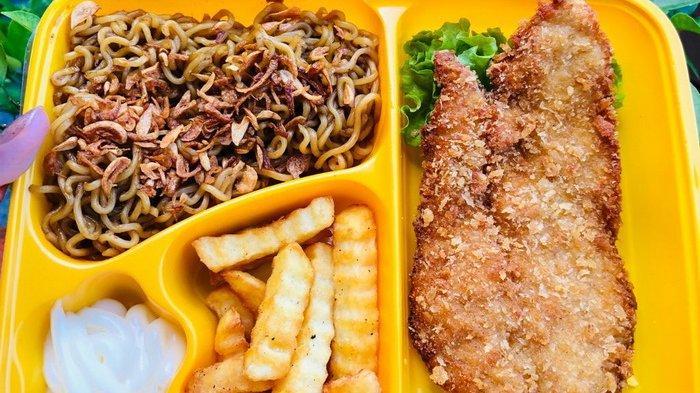 Menikmati Chicken Katsu ala Ms. Kitchin, Empuknya Daging Ayam Berbalur Telur Dipadu Sambal Matah