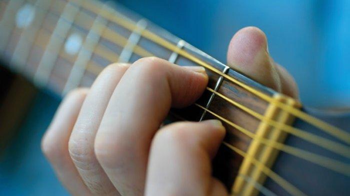 Chord Lagu Di Seluruh Dunia - Nisya Ahmad: Engkau Hati yang Paling Berharga, Tak Bisa Kubayangkan