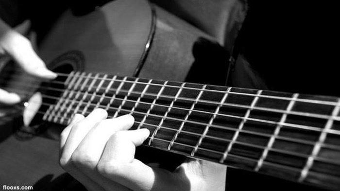 Chord Lagu Terendap Laraku - Naff: Lihatlah Aku di Sini, Melawan Getirnya Takdirku Sendiri