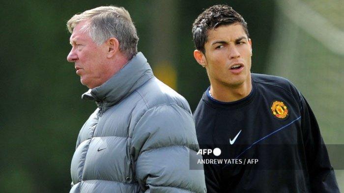 Cristiano Ronaldo bersama dengan pelatih Manchester United, Sir Alex Ferguson saat latihan di Carrington,  20 Mei 2009 lalu.