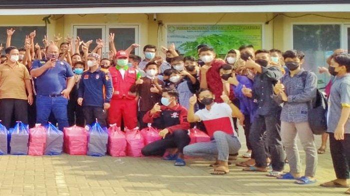 Kasus Covid-19 di Samarinda Melandai, Tim Inafis dan PMI Syukuran Berbagi Makanan