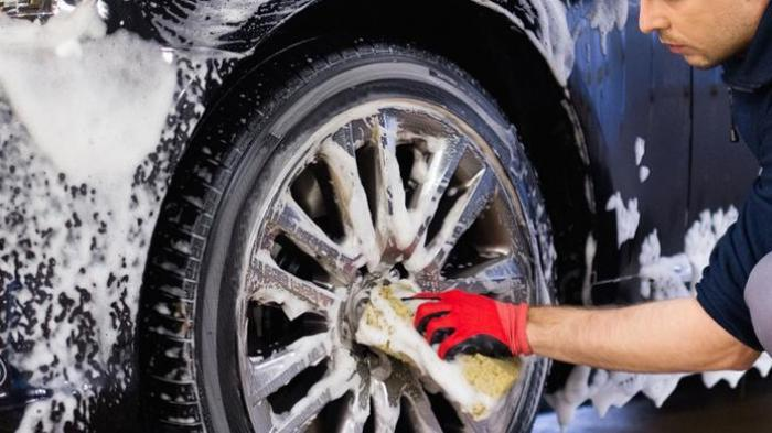 Jangan Gunakan Sabun Cuci Piring saat Cuci Mobil, Ini Bahayanya bagi Cat Mobil