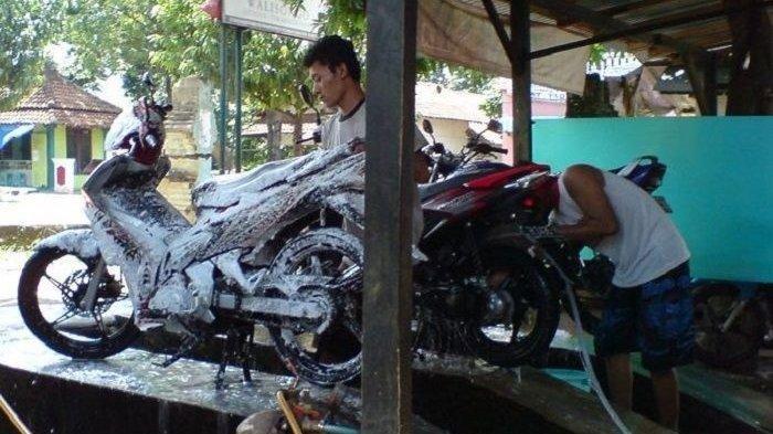 Ingat! Jangan Gunakan Sabun Colek untuk Cuci Motor jika Tidak Ingin Hal Ini Terjadi