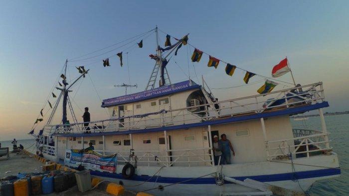 Rumah Sakit Terapung Ksatria Airlangga Jadi Kapal Pertama yang Sandar di Pelabuhan Donggala