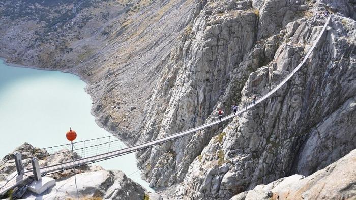 Salah Satunya Jembatan Trift Suspension, Inilah Potret 7 Jembatan Paling Ekstrem di Dunia