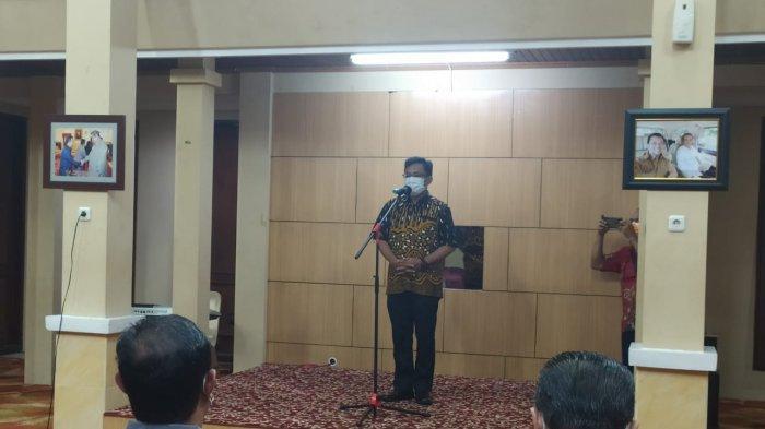 Ketua PWI Kaltim Endro S Efendi memberikan sambutan dalam kunjungan ke rumah jabatan wakil Gubernur, Jumat (4/6/2021) malam. Kunjungan ini sekaligus melaporkan hasil UKW di Kalimantan Timur.