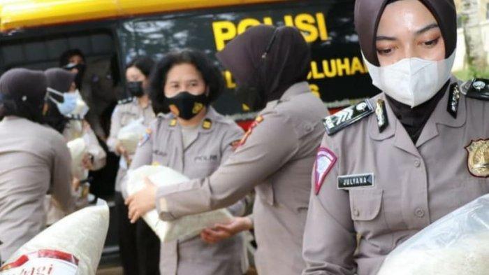Rayakan HUT Ke-73, Polwan di Polda Kaltim Serahkan Bansos di Balikpapan