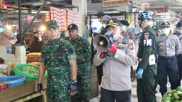 Keliling Pasar, Dandim Bersama Kapolres Berau Sosialisasi Bahaya Corona ke Pedagang dan Pembeli