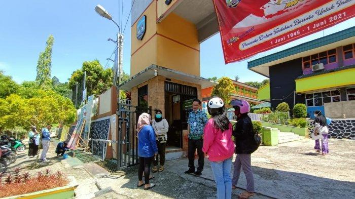 Jaringan WiFi dalam PPDB Tarakan 2021 Sulit Diakses, Ada Calon Pendaftar Bingung Pakai Aplikasi