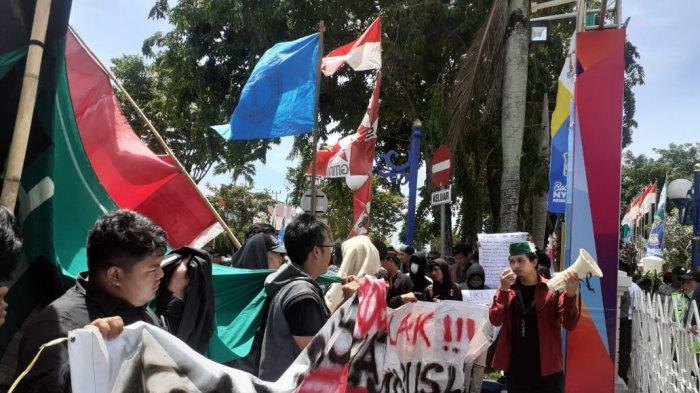 BREAKING NEWS Kelompok Cipayung Balikpapan Gelar Aksi Unjuk Rasa di Kantor Walikota