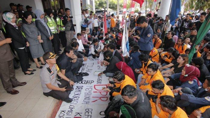 100 Mahasiswa Undip Bergerak Menuju Jakarta, Ikuti Seruan Aksi Nasional