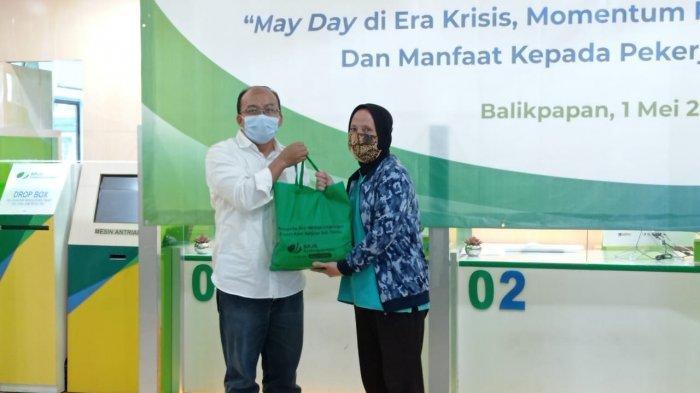 Peringati Hari Buruh, BPJS Ketenagakerjaan Bagikan 1.500 Paket Sembako di Kalimantan