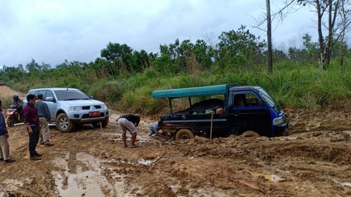 Terbatasnya Infrastruktur Desa Ini di Paser, Lintasan Buruk, 2 Ibu Hamil Terpaksa Bersalin di Jalan