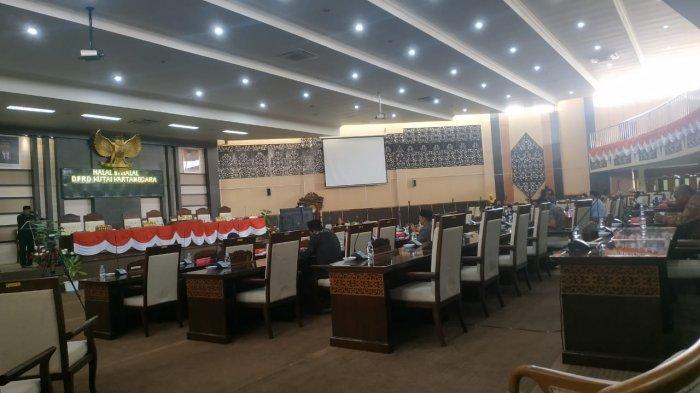 DPRD Kutai Kartanegara Gelar Halal Bihalal Dengan Staf Sekretariat