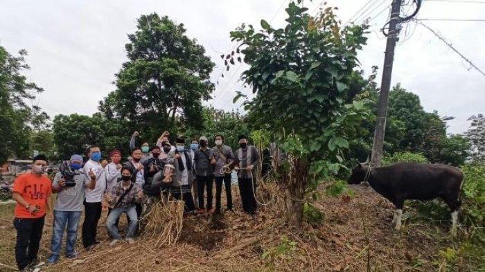 Bupati Edi Damansyah Serahkan Satu Ekor Sapi Kurban untuk Jurnalis di Kukar