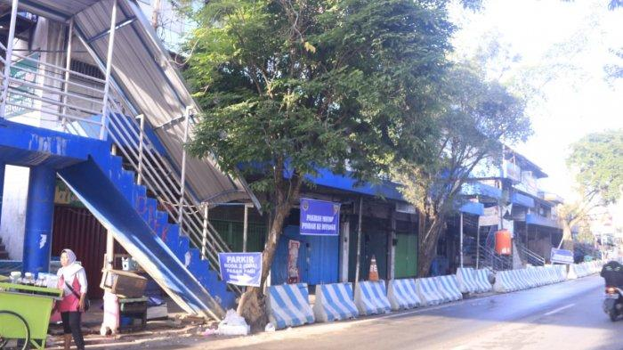 Kawasan Pasar Pagi tampak diberi pembatas, sebagai gantinya parkiran yang direlokasi di sekitar Jalan Gajah Mada sisi tepian Sungai Mahakam. TRIBUNKALTIM.CO, NEVRIANTO HARDI PRASETYO