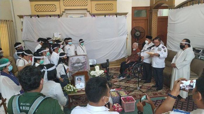 Awang Faroek Ishak Hadir di Rumah Duka, Ikut Melepas Yurnalis Ngayoh ke Peristirahatan Terakhir