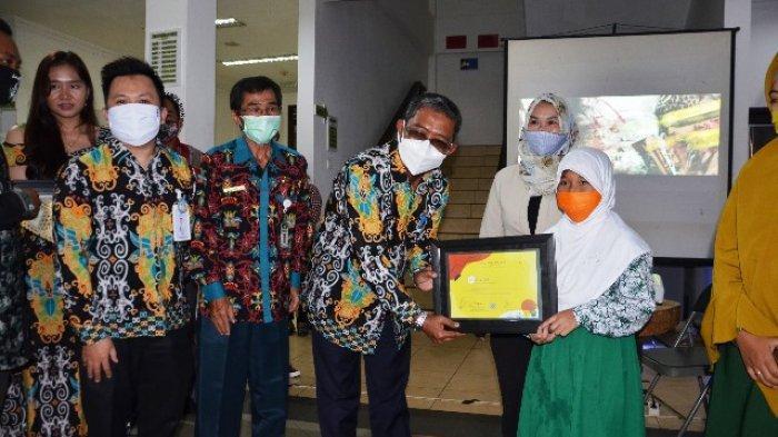 Kategori Guru Teraktif, Disdikbud Kubar Beri Penghargaan kepada 11 Sekolah Ini