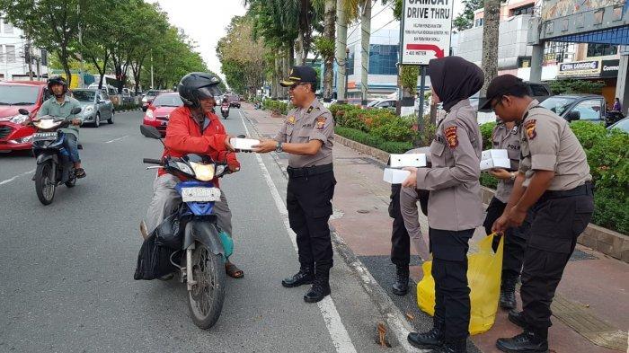 Penyidik Ditreskrimsus Bagi 600 Kotak Buka Puasa, Dilakukan di Balikpapan Permai dan Samboja