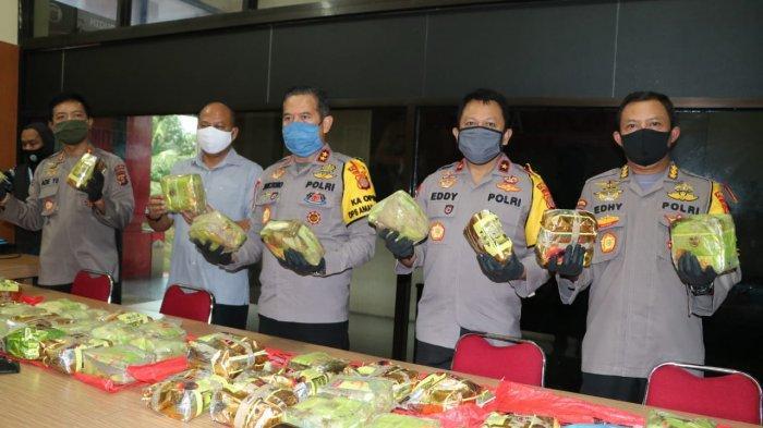 Kelabui Petugas, Sabu Seberat 65 Kg Dikemas Dalam Plastik Teh China dan Disembunyikan di Pintu Mobil