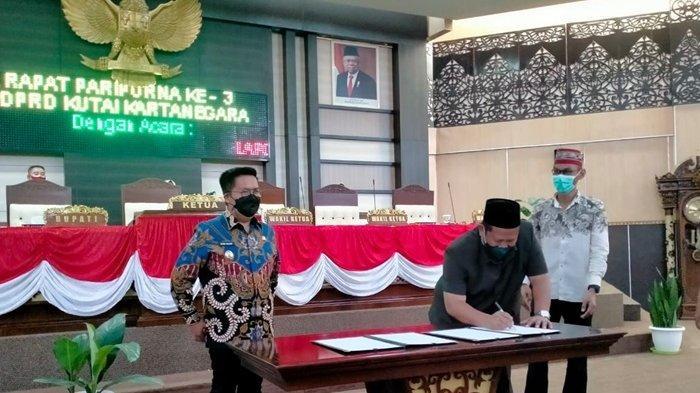 Sahkan KUA-PPAS APBD Perubahan 2021, Ketua DPRD Kukar Minta Pemkab Tingkatkan PAD