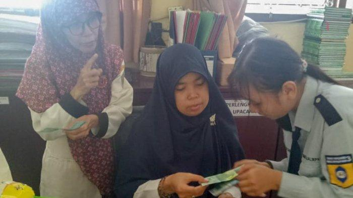 Celengan Rindu Jadi Program Sekolah Peduli Rupiah Pelajar SMAN 3 Balikpapan