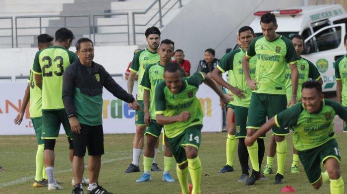 Kejutan Persebaya, Mantan Kiper PSM Bergabung dengan Skuad Aji Santoso