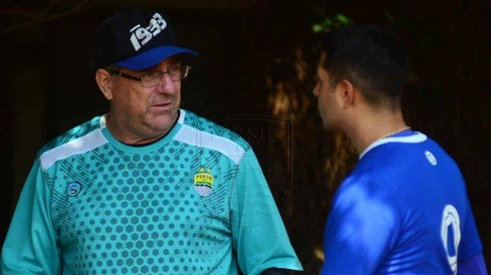 Pelatih Persib Bandung Robert Alberts Sebut Skuatnya Rugi Besar Kehilangan 2 Pilar Kunci