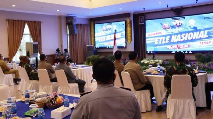 Ketua DPRD Kaltim Makmur HAPK menghadiri acara launching Electronic Traffic Law Enforcment (ETLE) secara nasional yang dilaksanakan di ruang Mahakam Polda Kaltim Balikpapan, Selasa (23/3/2021).