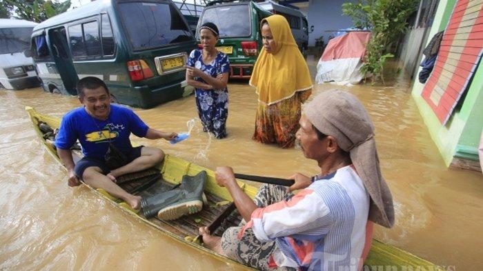 Perjuangan, Lahir di Perahu Saat Banjir Besar di Kalsel, Bayi Diberi Nama Unik, Ada Unsur Banjirnya