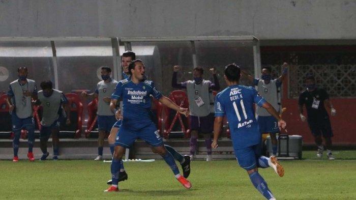 Ezra Walian setelah membobol gawang Persebaya Surabaya di 8 besar Piala Menpora 2021 di Stadion Maguwoharjo, Sleman, Minggu (11/4/2021).