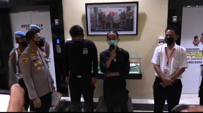 Abu Janda Respon Aksi Smackdown Polisi ke Mahasiswa, Beber Aparat Sudah Humanis, Perlu Diapresiasi