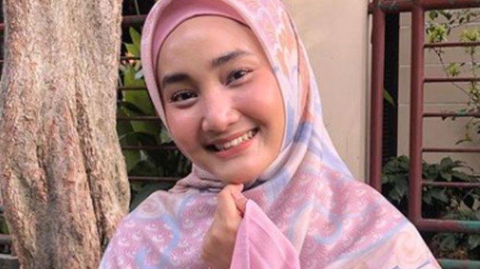 Bermula dari Radang Tenggorokan, Tangis Ibunda Fatin Shidqia Lubis Ceritakan Kondisi Putrinya