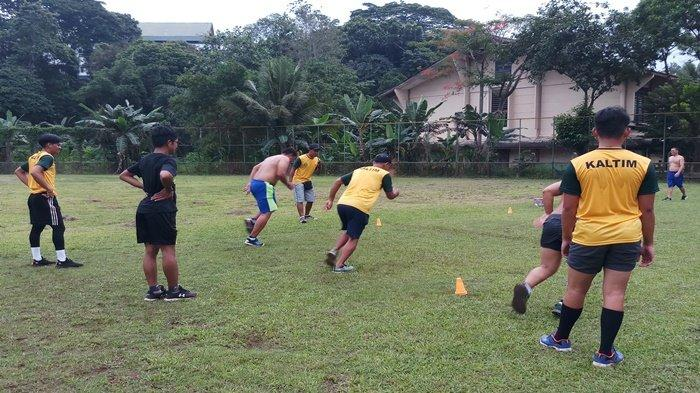 Ditumbuhi Rumput Liar, Lapangan Baseball Area Komplek Stadion Palaran Samarinda Mulai Dibenahi