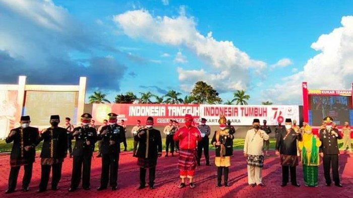 Aubade HUT ke-76 Kemerdekaan RI, Bupati Kenakan Pakaian Adat Makassar