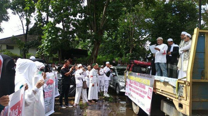 TERPOPULER: Massa FPI dan Relawan 02 Serahkan Petisi ke Bawaslu Kaltim, Ini Tuntutannya!