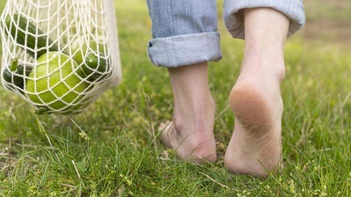 Anda Sering Berjalan Tanpa Alas Kaki Atau Barefoot, Ini Khasiatnya Bagi Kesehatan