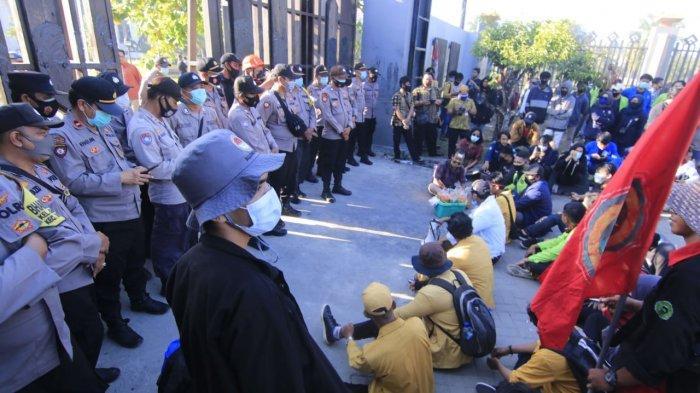 Demonstran Kembali Berunjuk Rasa di Samarinda, Tuntut Polisi Bebaskan 9 Mahasiswa yang Diamankan