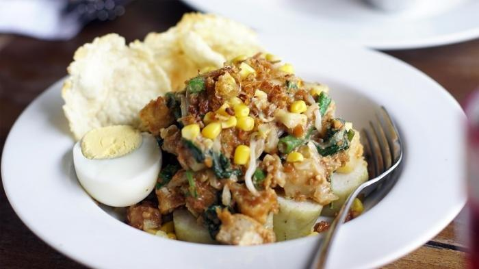 Ingin Makan Gado-gado yang Terkenal Enak dan Selalu Ramai Pembeli di Malang, Ini Rekomendasinya