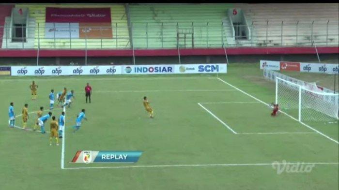 Pelanggaran Sulut United Berbuah Penalti, Gagal Dieksekusi Kapten Mitra Kukar FC
