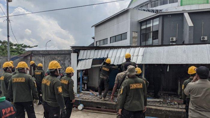 BREAKING NEWS Pemkot Samarinda Bongkar Kios di Sepanjang Jalan Ahim Sempaja Selatan