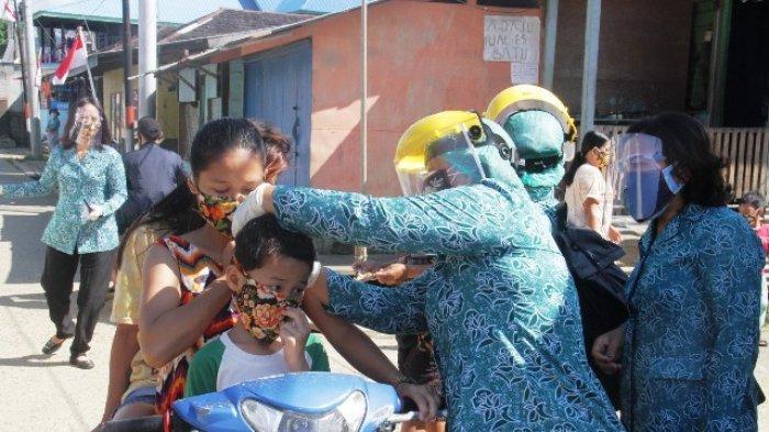 Yovita Bulan Bonifasius Pimpin PKK Gebrak Masker Bagikan Langsung ke Masyarakat