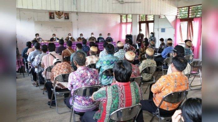 Pjs Bupati Gede Yusa Disambut Hangat Petinggi dan Masyarakat Perbatasan di Long Apari