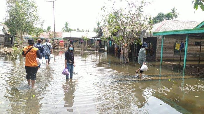 GMKI Salurkan Sembako dan Obat-obatan Bantu Warga Terdampak Banjir di Kalsel